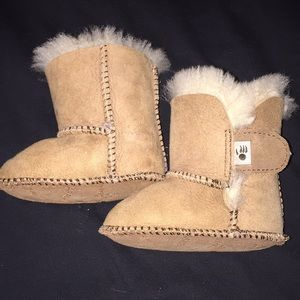Bearpaw 0-6 months baby boots authentic sheepskin